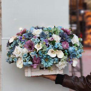باکس گل مصنوعی آبی